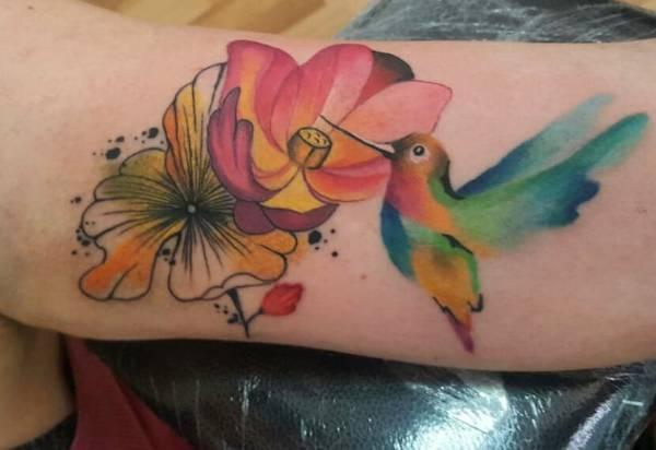 Znaczenie tatuaży Zwierzęta  Tatuaż koliber – znaczenie, historia, 27 zdjęć