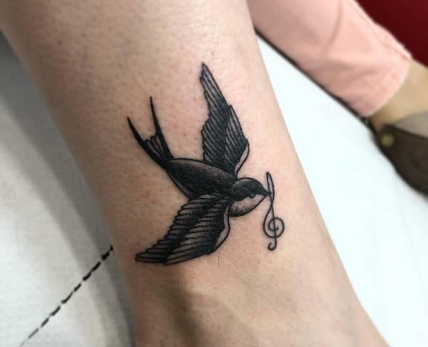 Tatuaż Jaskółką Znaczenie Historia 26 Zdjęć