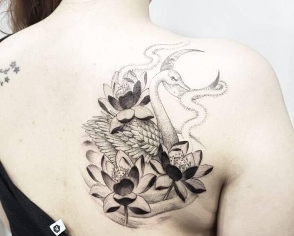 Znaczenie tatuaży Zwierzęta  Tatuaż łabędź – znaczenie, historia, 20 zdjęć
