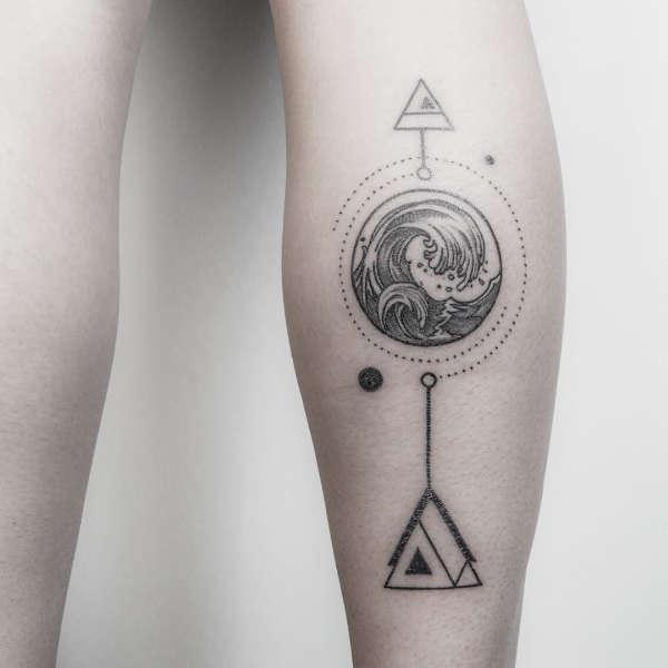 Znaczenie tatuaży  Tatuaż fala – znaczenie, historia, 40 zdjęć