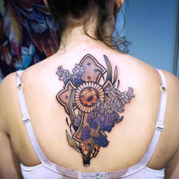 Znaczenie tatuaży  Tatuaż krzyż – znaczenie, historia, 150 zdjęć