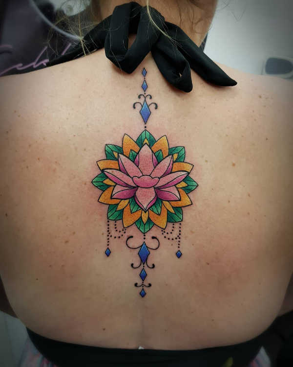 Tatuaże kwiaty Znaczenie tatuaży  Tatuaż kwiat lotosu – znaczenie, historia, 50 zdjęć