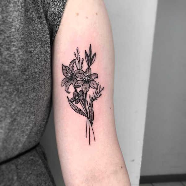 Tatuaże kwiaty Znaczenie tatuaży  Tatuaż lilia – znaczenie, historia, 55 zdjęć