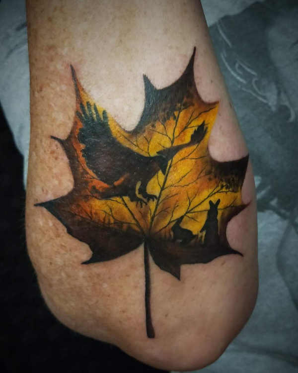 Znaczenie tatuaży  Tatuaż liść  – znaczenie, historia, 50 zdjęć