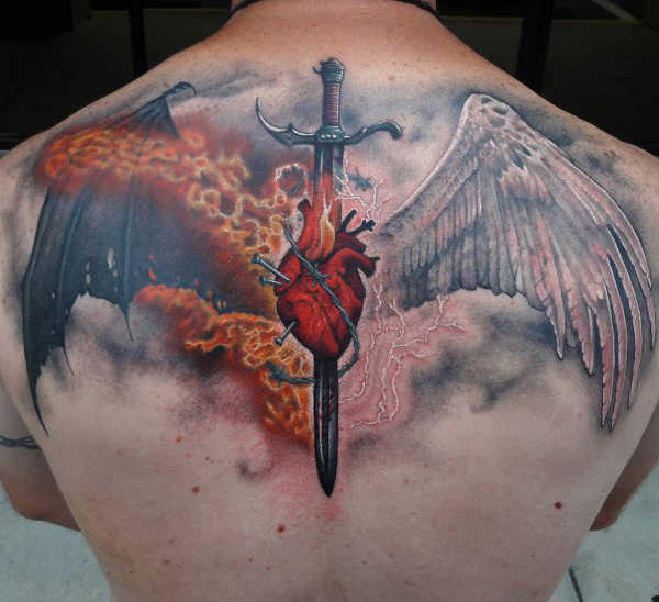 Znaczenie tatuaży  Tatuaż miecz – znaczenie, historia, 50 zdjęć