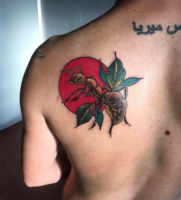 Znaczenie tatuaży Zwierzęta  Tatuaż mrówka – znaczenie, historia, 13 zdjęć