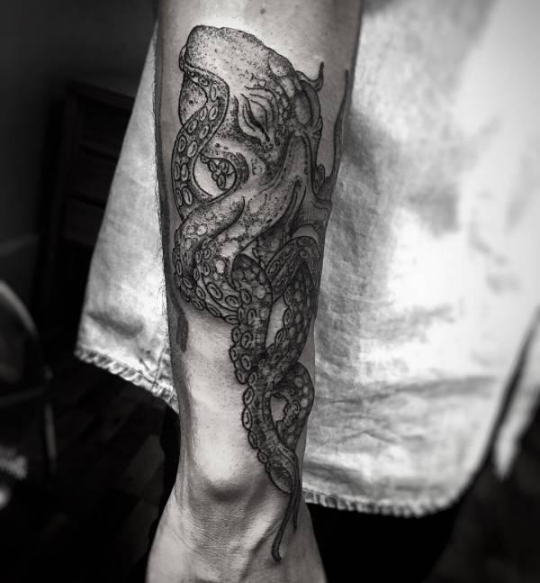 Znaczenie tatuaży Zwierzęta  Tatuaż ośmiornica – znaczenie, biologia, 30 zdjęć