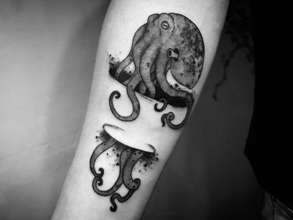 Tatuaż ośmiornica – znaczenie, biologia, 30 zdjęć