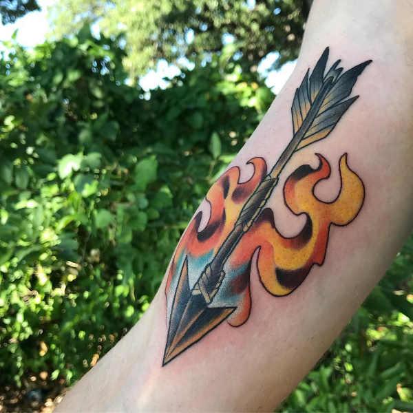 Znaczenie tatuaży  Tatuaż strzała – znaczenie, historia, 75 zdjęć