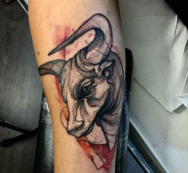 Znaczenie tatuaży Zwierzęta  Tatuaż byk – znaczenie, symbolika, 50 zdjęć