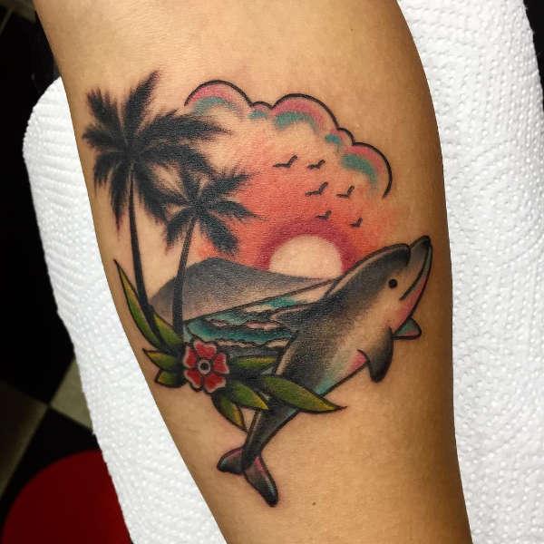 Znaczenie tatuaży Zwierzęta  Tatuaż delfin – znaczenie, historia, 25 zdjęć