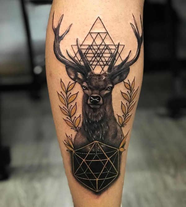 Znaczenie tatuaży Zwierzęta  Tatuaż jeleń – znaczenie, historia, 60 zdjęć