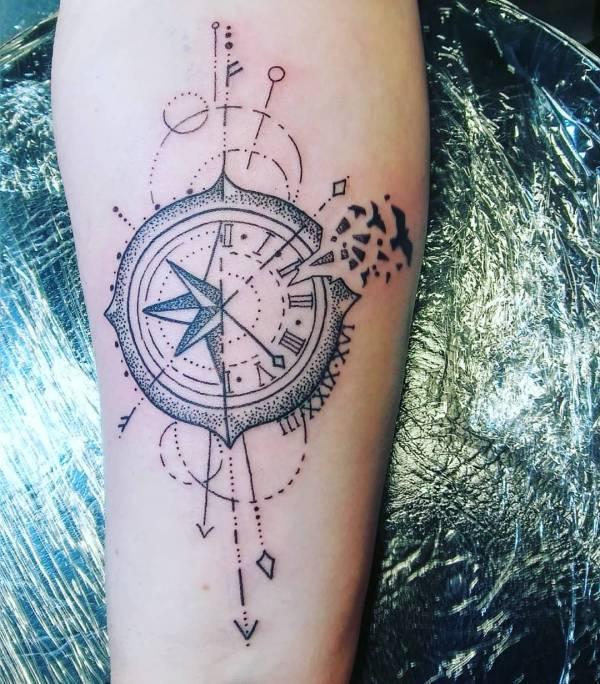 Znaczenie tatuaży  Tatuaż kompas – znaczenie, historia, 40 zdjęć