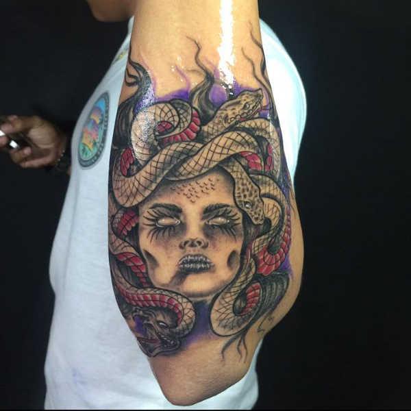 Znaczenie tatuaży  Tatuaż z meduzą – znaczenie, historia, 37 zdjęć