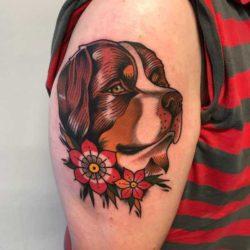 Tatuaż z psem – znaczenie, symbolika, 40 zdjęć