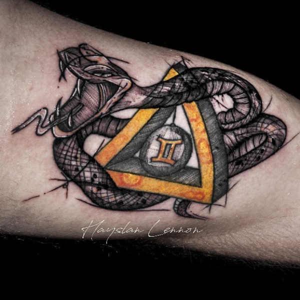 Znaczenie tatuaży Zwierzęta  Tatuaż wąż – znaczenie, historia, 40 zdjęć