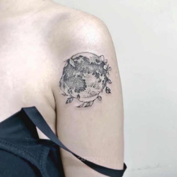 Znaczenie tatuaży  Tatuaż księżyc – znaczenie, historia, 100 zdjęć