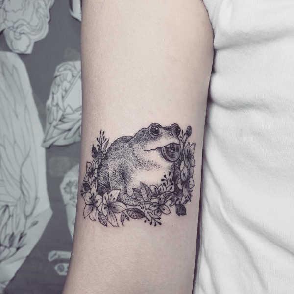 Znaczenie tatuaży Zwierzęta  Tatuaż żaba – znaczenie, historia, 50 zdjęć