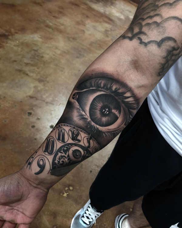 Znaczenie tatuaży  tatuaz-z-zegarem-historia-i-symbolika