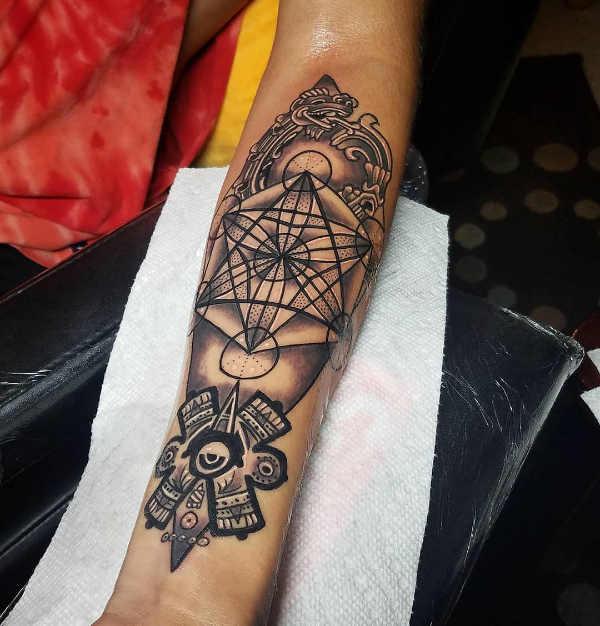 Tatuaż etniczny  Tatuaże azteków i majów – znaczenie, historia, 50 zdjęć