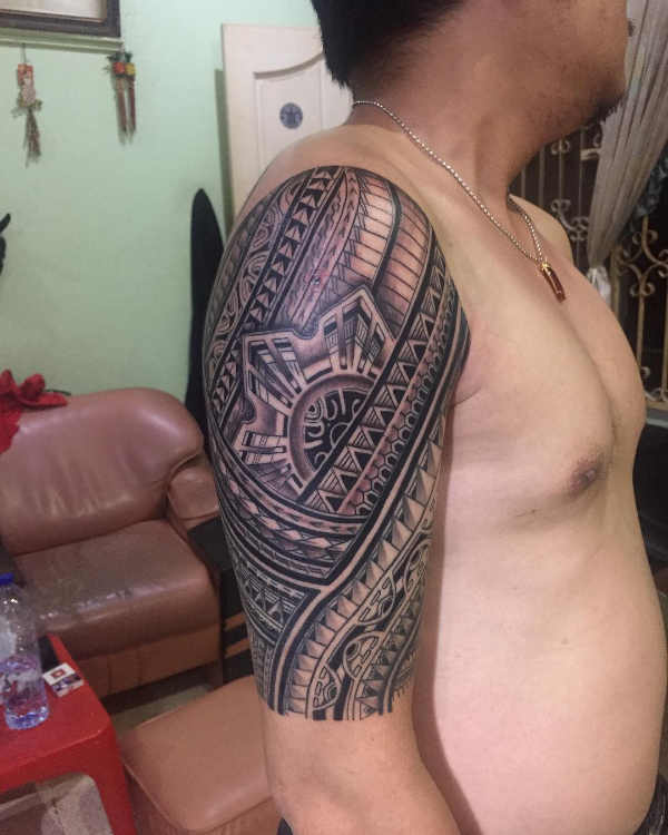 Tatuaż etniczny Znaczenie tatuaży  Tatuaże maoryskie – znaczenie, historia, 100 zdjęć