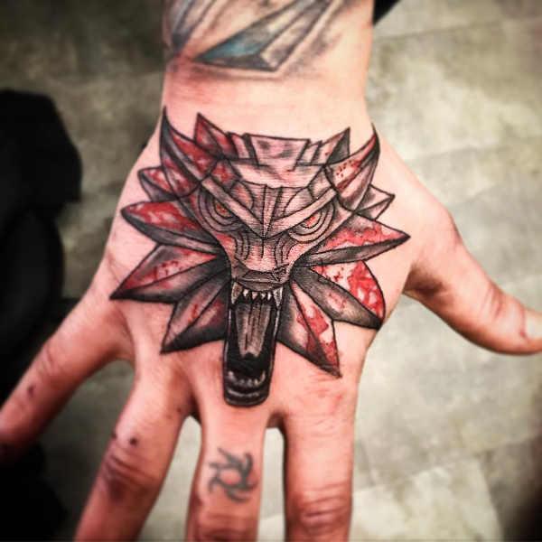 Części ciała Pomysły na tatuaże  Tatuaże na dłoni – znaczenie, 100 zdjęć