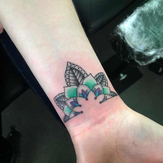 Tatuaże Na Nadgarstkach 150 Pomysłów Na Atrakcyjny Wzór
