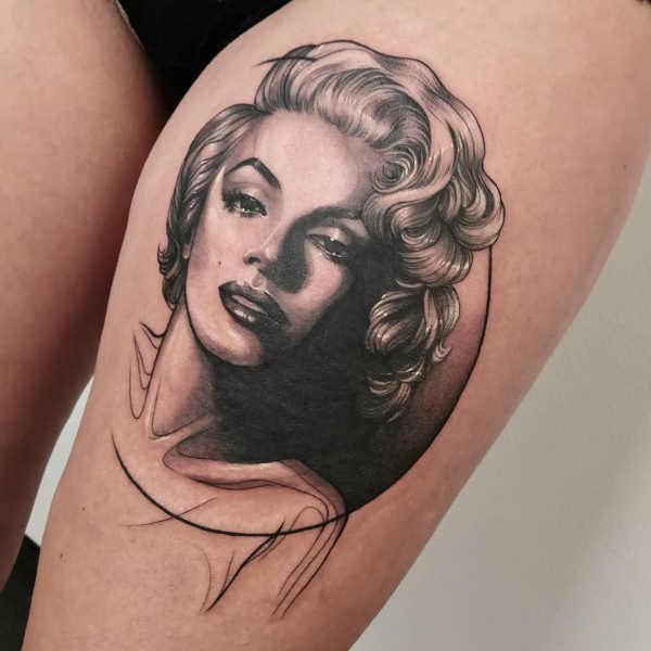 Części ciała Pomysły na tatuaże  Tatuaże na udo – 150 porywających wzorów dla kobiet