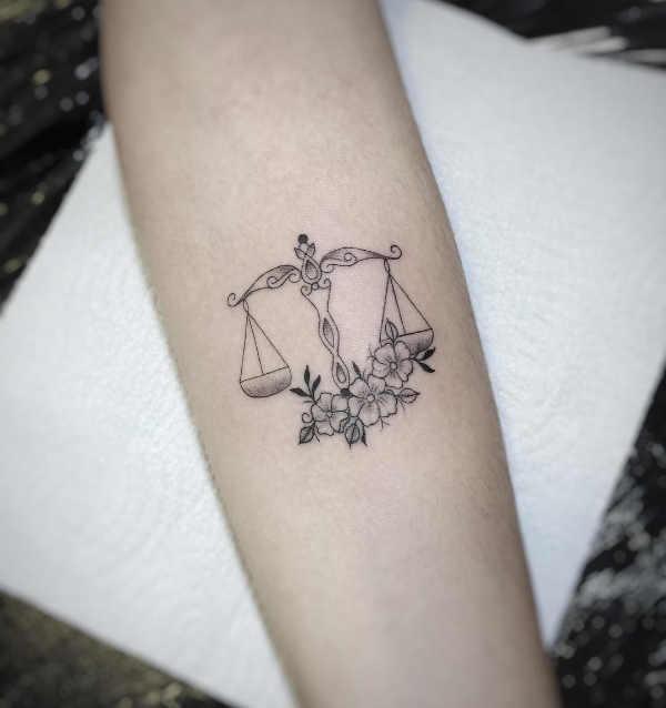Tatuaże Ze Znakami Zodiaku Waga Znaczenie Historia 50 Zdjęć