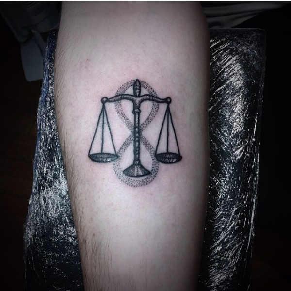 Pomysły na tatuaże Znaki zodiaku  Tatuaże ze znakami zodiaku: waga – znaczenie, historia, 50 zdjęć